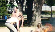 ABD'de Bir Kişi Kendini Parkta Yaktı