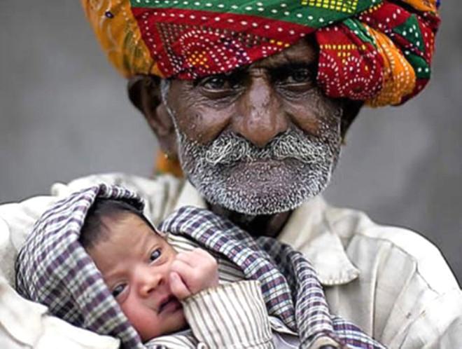 94 Yaşında Baba Olan Hindistanlı Adamı Eşi Terketti