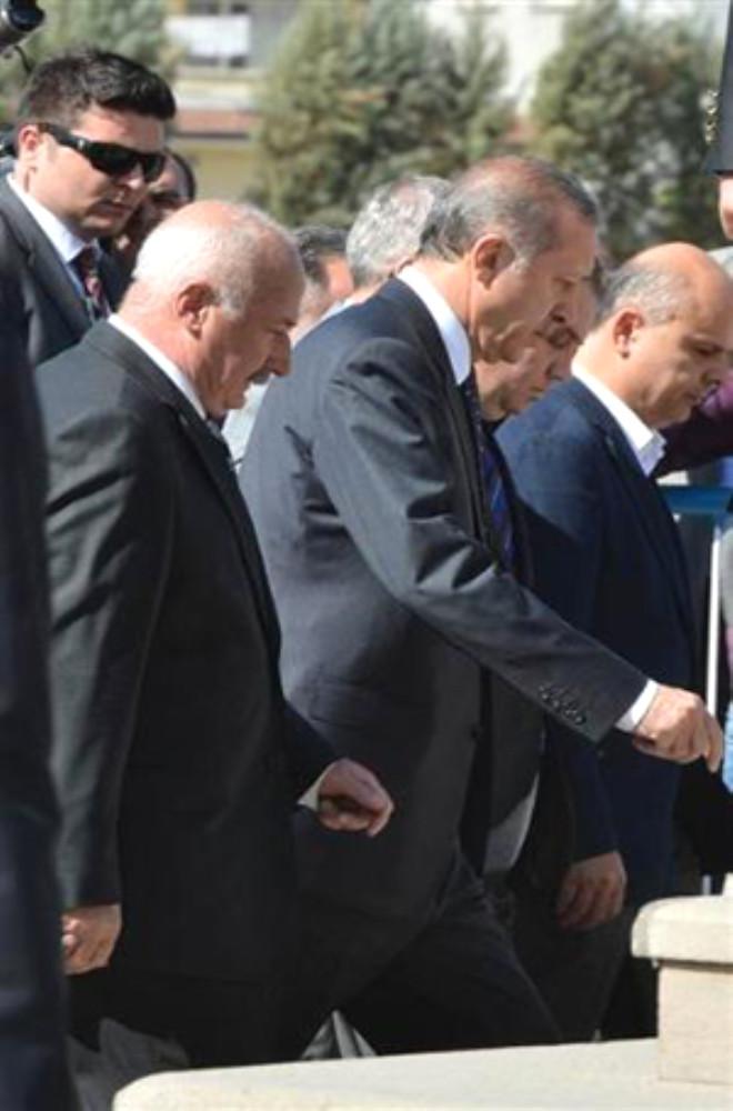 Eski Milletvekili Kösoğlu ve Aras'ın Cenaze Töreninde Gerginlik