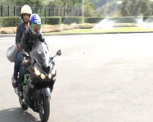 Sofuoğlu, Köşke Motosikletle Geldi