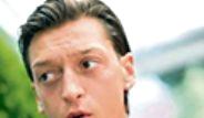 Mesut Özil'e Sevgilisi Doğum Günü Sürprizi Yaptı
