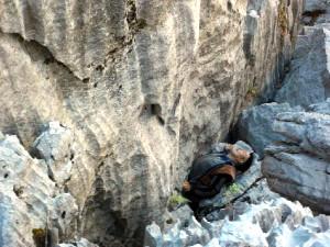 Keçisini Kurtarmaya Çalışırken 30 Metreden Düşüp Öldü