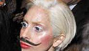 Ünlü Şarkıcı Lady Gaga Takma Bıyık Taktı
