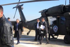 Bakan Helikopterle Stada İndi, Protokol Toz İçinde Kaldı