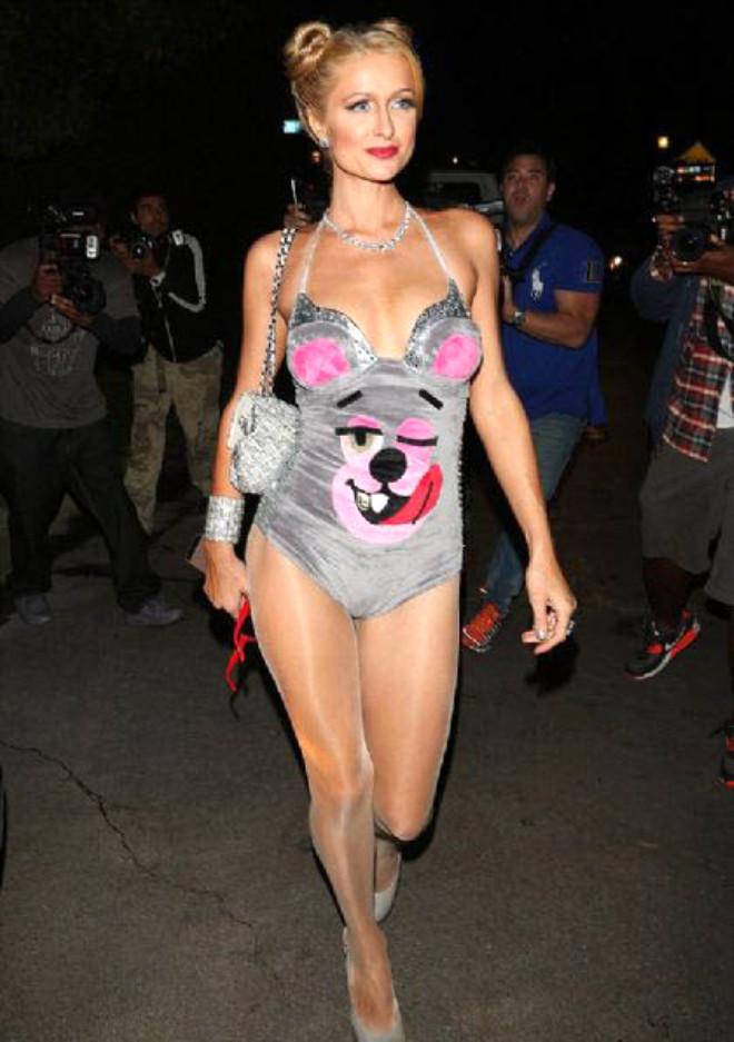 Paris Hilton Cadılar Bayramı'nı, Playboy Mansion Malikanesinde Kutladı
