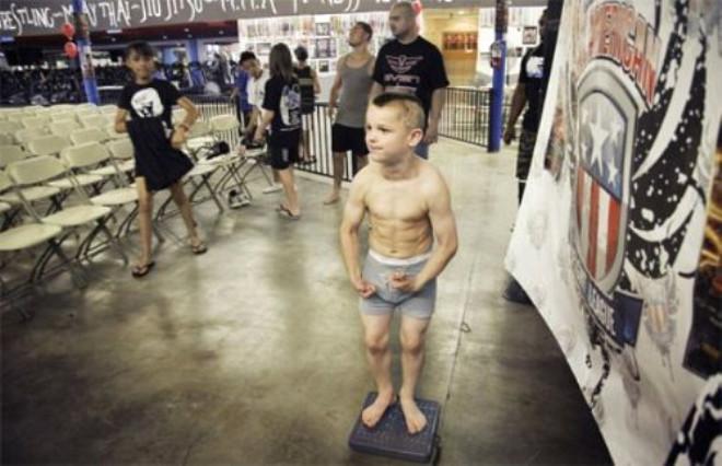 ABD'de Çocukların Form Tutması İçin İşkence Gibi Uygulama