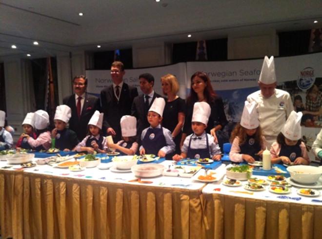 Çocuklar Kral ve Cumhurbaşkanı'na Yemek Hazırladı