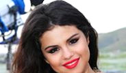 Selena Gomez, Artık Kırmızı Halıda Ablalarıyla Yarışır Hale Geldi