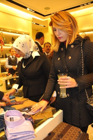 Türkiye'nin En Köklü Moda Markası Vakko'ya Form Avm'de Muhteşem Açılış