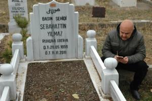 Van Depreminde Hayatını Kaybeden Muhabir Sebahattin Yılmaz Mezarı Başında Anıldı