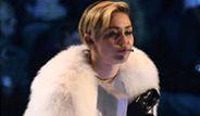 Miley Cyrus Sahnede Esrar İçti