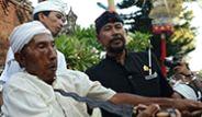 Hindular'ın Korkunç Ngerebong Dini Töreni