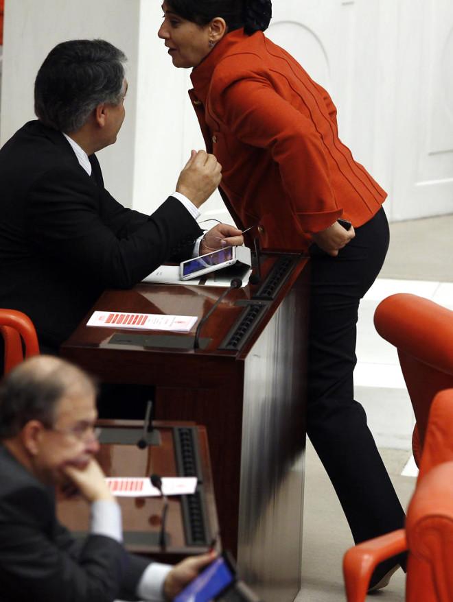 Leyla Zana, Meclis'e Pantolon ile Girdi