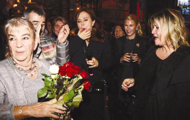 Ünlü İsimler Ece Bar'ın 30'uncu Yılını Kutladı