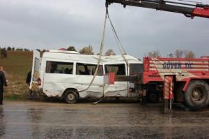 Yalova'da Öğrenci Servisi Devrildi: 3 Yaralı