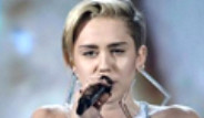 Miley Cyrus'a Amerikan Müzik Ödülleri gecesine Damga Vurdu