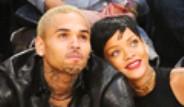 Rihanna Eski Sevgilsi Şarkıcı Chris Brown Geri Döndü