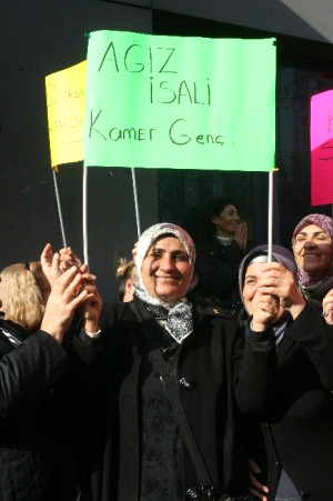 AK Parti'li Kadınlardan 'Kamer Genç' Protestosu