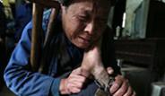 Çin'de Engelli Çocuk Zincire Bağlı Olarak Yaşıyor