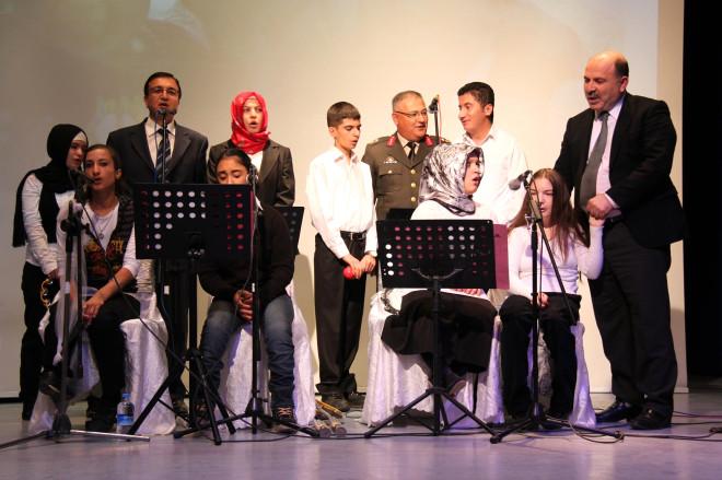 'Engelsiz Koro' Engelliler İçin Konser Verdi