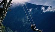 Banos Ekvator'daki Uçurum Kenarındaki Salıncak