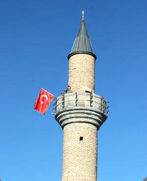 99 Yıl Öncesi Canlandırıldı: Minarede Sancak Dalgalandı, Mehmetçik Ezan Okudu