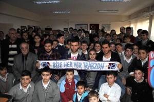 Trabzonsporlu 3 Futbolcu Öğrencilerle Buluştu