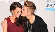Justin Bieber Annesine Sevgili Arıyor