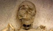 Hollandalı Uzmanlar 5300 Yıllık Mumyayı Ayağa Kaldırdı