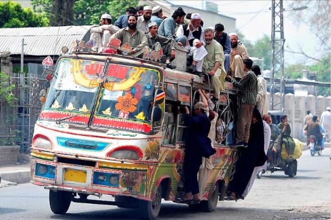 Pakistanın En Eğlenceli Geleneği Otobüs Boyama Sanatı Foto