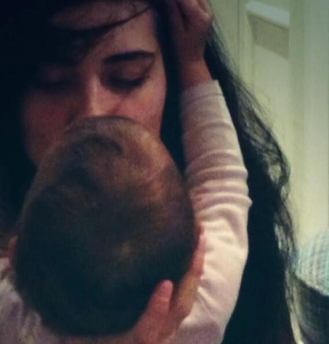 Tuba Büyüküstün Twitter'da Kızıyla Fotoğrafını Paylaştı