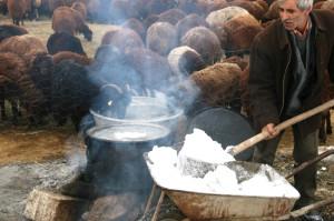 Iğdır'da Köylüler Su Sıkıntılarını Kar Eriterek Gideriyor