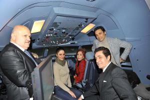 Sanatçılar Simülatör'de Uçak Kullandı