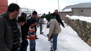Köy Okulu ve Camiinin Suları Dondu