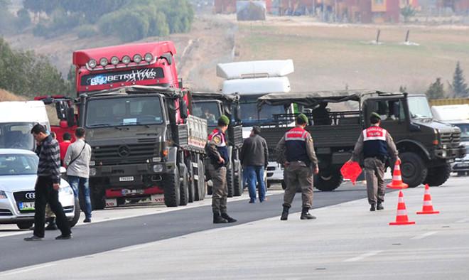 Adana'da 'Silah Yüklü' İhbarıyla 3 TIR Durduruldu