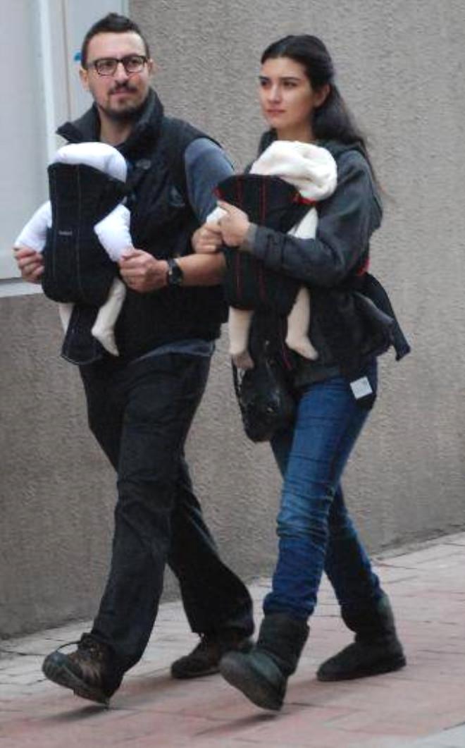 Tuba Büyüküstün ile Eşi, İkizlerinin Doğum Gününü Kutladı