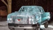 Kanada'nın Ontario Eyaletinde Buzdan Kamyonet Yaptılar