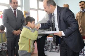Siirt Valisi Ahmet Aydın, Karne Dağıtıp Öğretmenlerle Halay Çekti