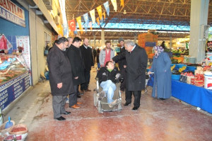 Hendek Belediye Başkanı Ali İnci, Pazaryeri Esnafını Gezdi