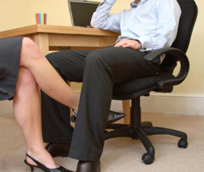 Дворе секретарша отсасывает шефу видео хозяйка ванной секс