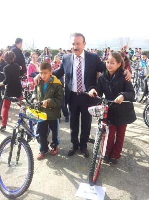 İzmit Belediyesi 445 Öğrenciye Daha Bisiklet Dağıttı