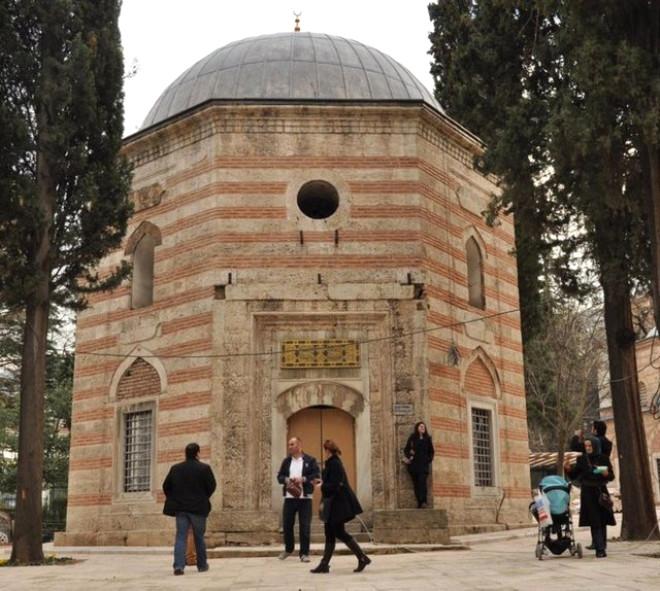 Şehzade Mustafa'nın Türbesi Ziyaretçi Akınına Uğradı