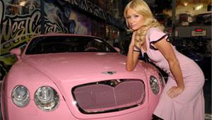 Paris Hilton Arabasına Göre Elbise Giyiyor