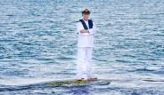 Okyanusun Üzerinde Duran Kaptan