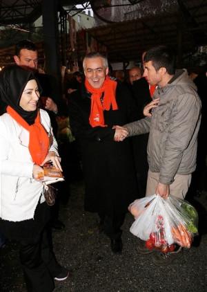 Remzi Aydın İslambey Pazarı'nda Lokma Dağıttı