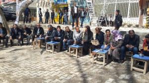 AK Parti'li Beyaz Başbakan'a Dua Almak İçin Köy Yollarında