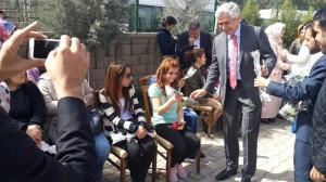 Ensarioğlu Kadınlara Karanfil Dağıttı