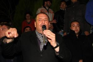 Başkan Kertiş Yakapınar'da Çiçeklerle Karşılandı