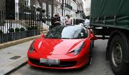 İngiltere'de TIR Ferrari'ye Çarptı