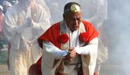 Gelenekleri Uğruna Ateşe Yürüyen Japonlar